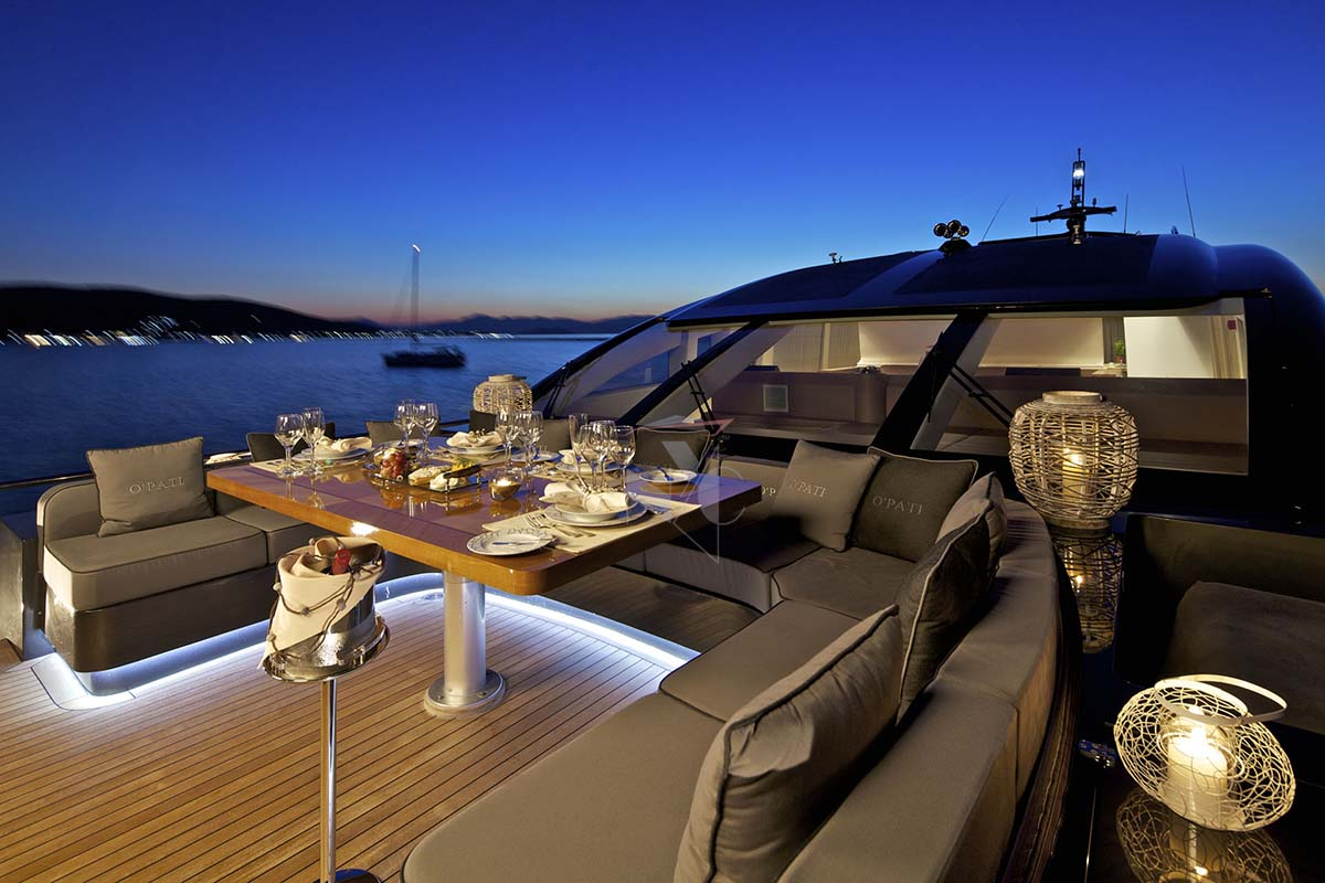 foredeck-dining-at-night