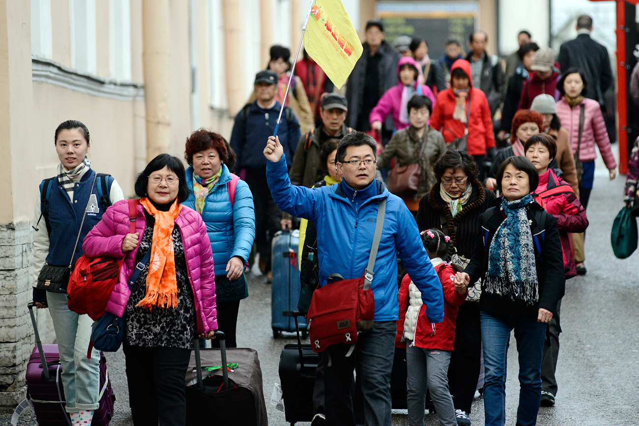chinese_tourists_in_st_petersburg_tass_15524738_b