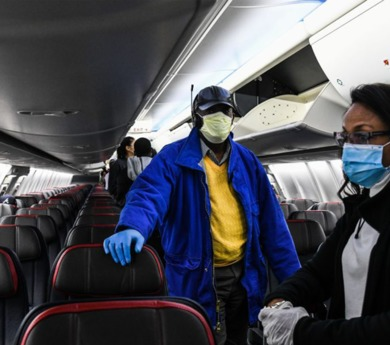 American airlines refuse to serve passengers not wearing face masks