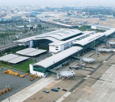 Tan Son Nhat Airport's runway repair, Vietnam Railways to operate freight trains to China and Europe